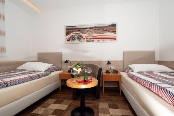 Betten, getrennt gestellt, im Apartment Alme